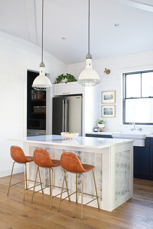 Farmhouse Design Inspiration kitchen design and decor. This farmhouse was designed by Michelle Wood from My Sanctuary Style. Flooring is Alta Vista hardwood.